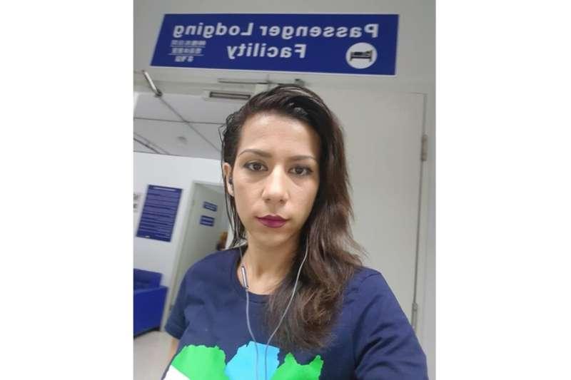 巴哈里(Bahareh Zare Bahari)曾代表伊朗參加國際選美比賽,卻因遭通緝滯留馬尼拉國際機場數周。(取自OFWI官網)