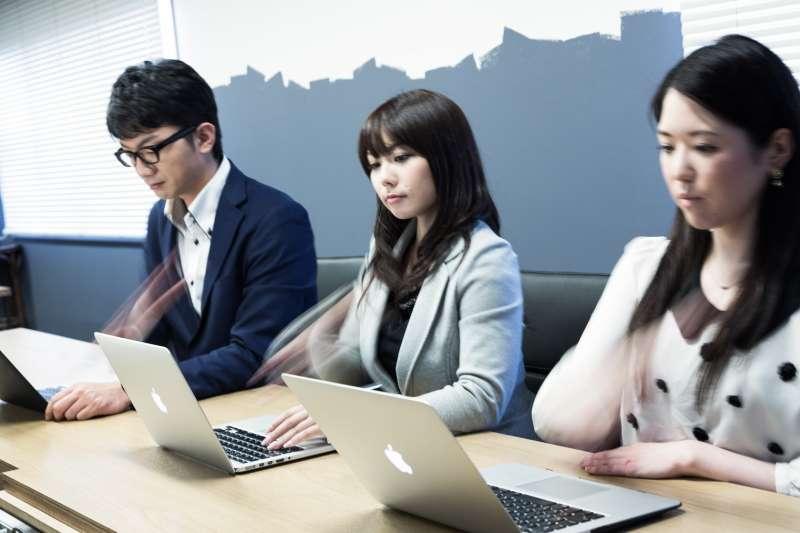 日本微軟週休三日讓員工生產力飆升40% 。(示意圖/pakutaso)