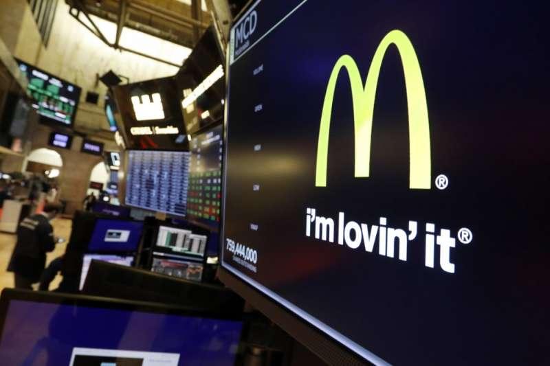 麥當勞前總裁伊斯特布魯克被開除的消息重挫麥當勞股市。(AP)