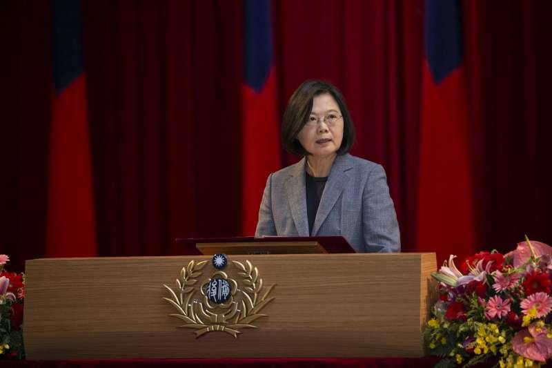 筆者指出,在總統蔡英文(見圖)實施完全募兵制後,台灣軍力嚴重削弱,中國若要執行武力統一已不是問題。(資料照,取自總統府)