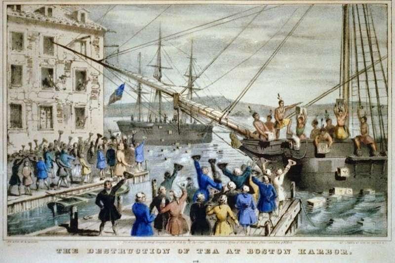 搗毀貨船上的茶葉並倒入海中的行動引發波士頓茶葉事件。(作者提供)