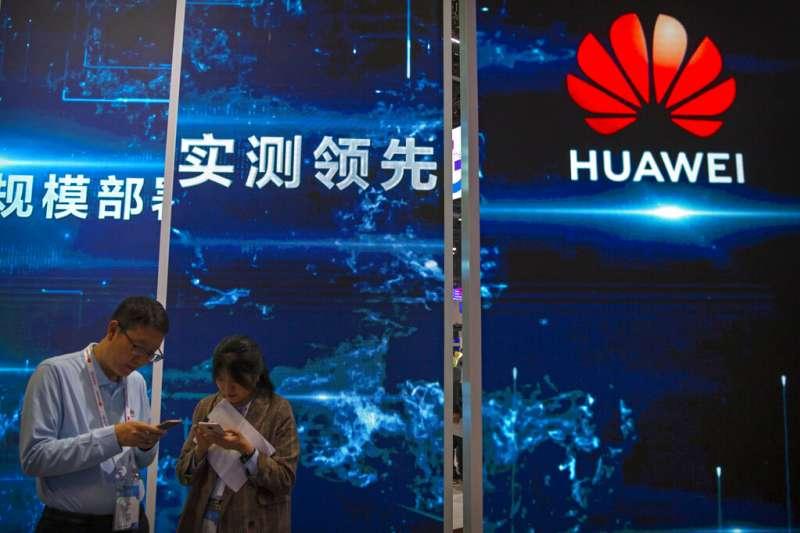 華為新手機在台接受預訂後來又以供貨問題為由,不在台灣上架,外界認為真正原因是名稱問題。(資料照片,美聯社)