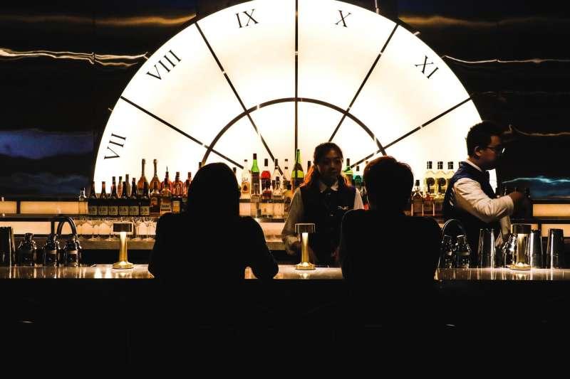 悦亨樓的裝飾設計也相當引人注目。將20年代的美式裝潢風格融入,走的是Speakeasy bar的形式。(圖/悦亨樓提供)