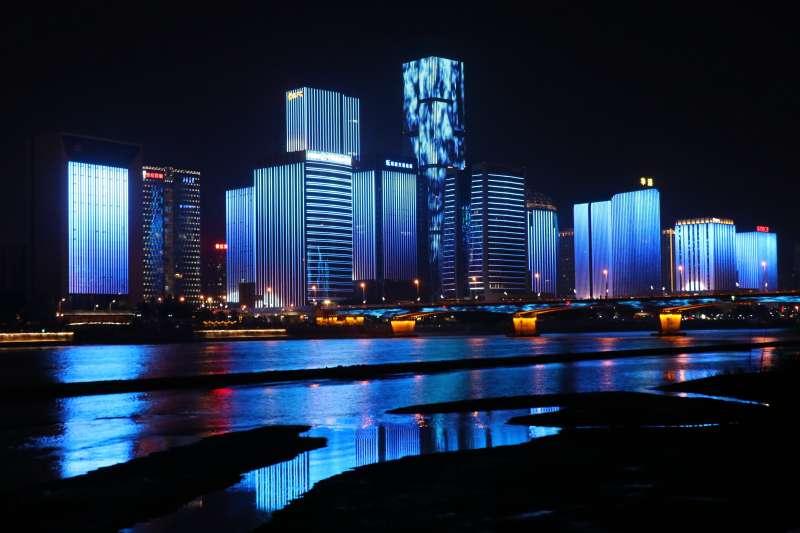 中國福州,南江濱公園夜拍。(Photo by 尧智 林 on Unsplash)