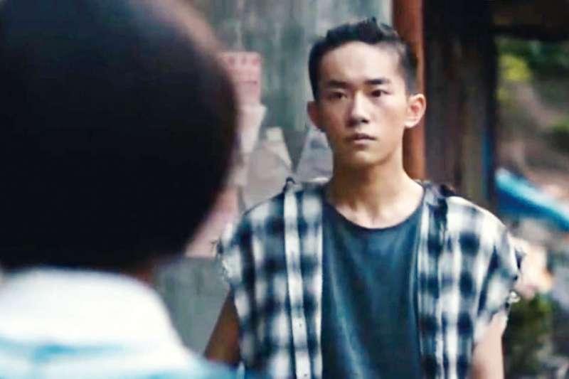 在《少年的你》中,演技備受肯定的易烊千璽被影迷暱稱「四字弟弟」。(翻攝自YouTube)