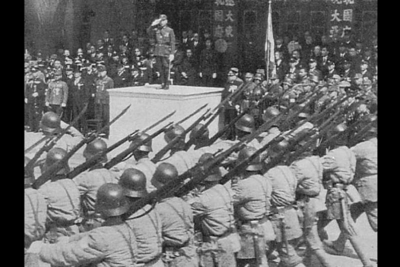 汪精衛政權「成立3周年紀念大會」閱兵式。(維基百科)