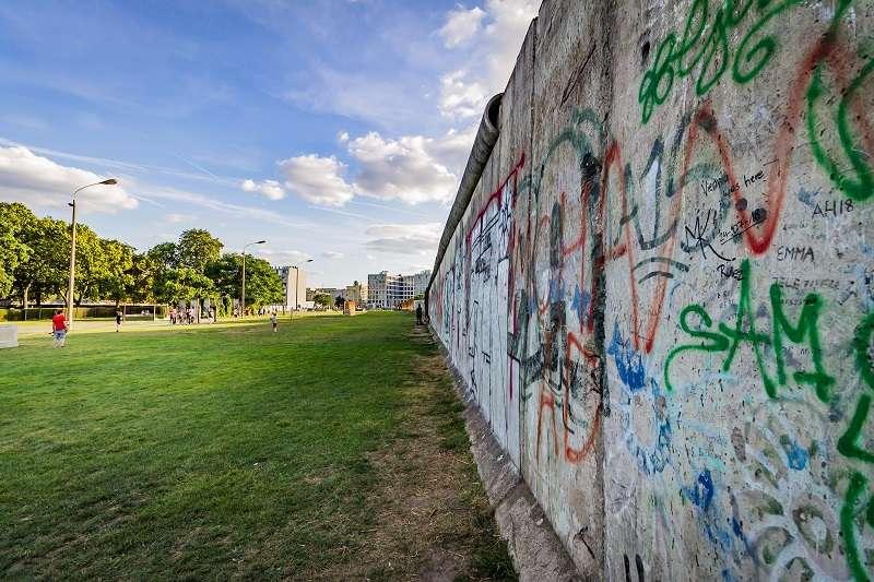 1989年11月9日,德國柏林圍牆被推倒。(圖/unsplash)