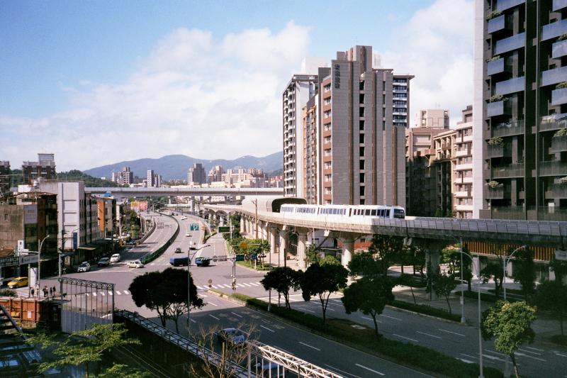 顏炳立認為南港有可能成為台北新東區。(圖/Flickr@WEI-CHE HSIEH)