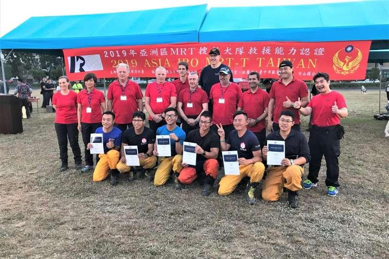 「2019亞洲區MRT搜救犬隊救援能力認證」於近日落幕,國內外18支隊伍中有7支通過認證。(消防署提供)