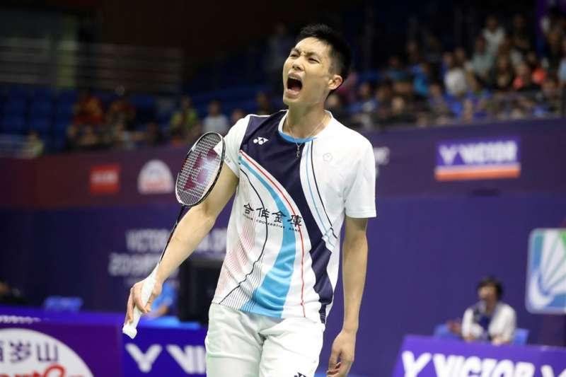台灣羽球一哥周天成8日在2019福州中國羽球公開賽男單8強賽,以21比17、21比18擊敗中國選手陸光祖,4強門票到手。(圖取自facebook.com/bwfbadminton)
