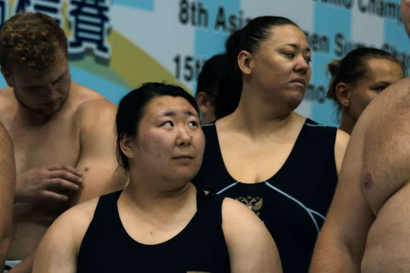 今日和(中)希望讓更多女性參與相撲,打破相撲的性別歧視。(截自NETFLIX紀錄片「相撲小姐」)