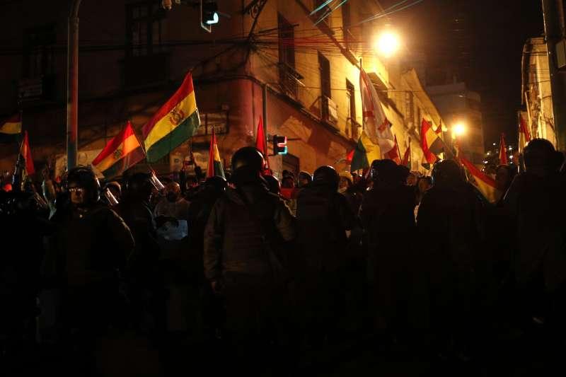 2019年玻利維亞總統選舉傳出嚴重舞弊,引爆大規模示威抗議(AP)