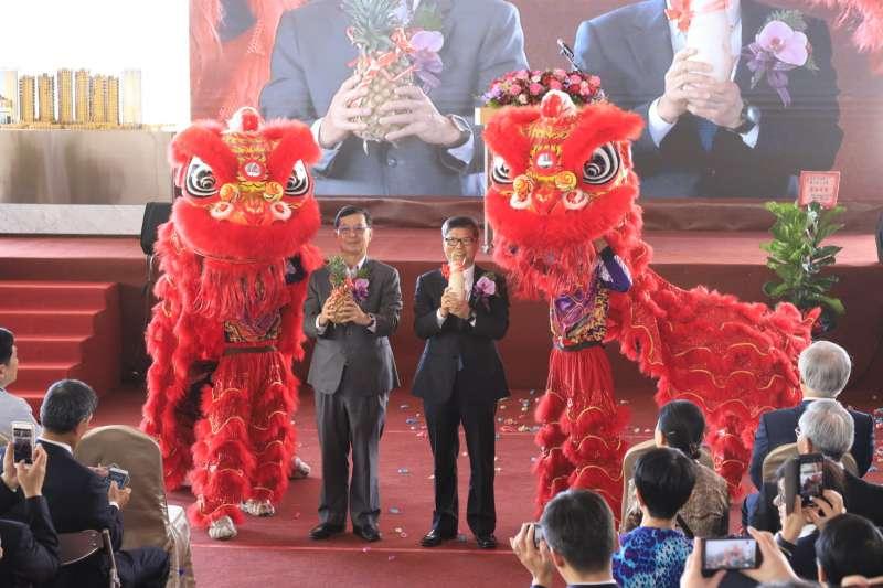 典禮現場冠蓋雲集,台北市副市長彭振聲與南港輪胎名譽董事長林學圃合影。(圖/甲山林提供)
