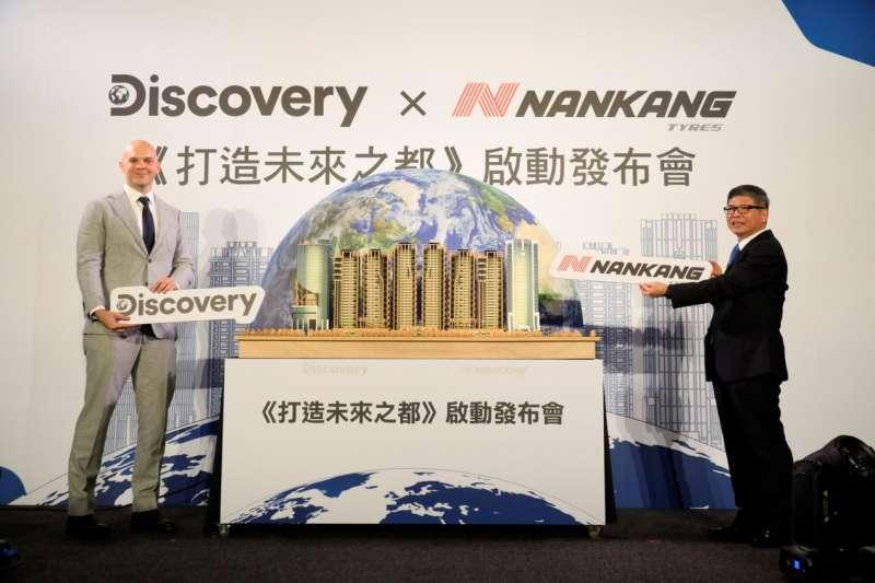 「世界明珠」,引起國際知名的Discovery頻道第一個拍攝的台灣住宅工程,預計以四年紀錄打造台灣建築最高標的挑戰與過程。(圖/甲山林提供)