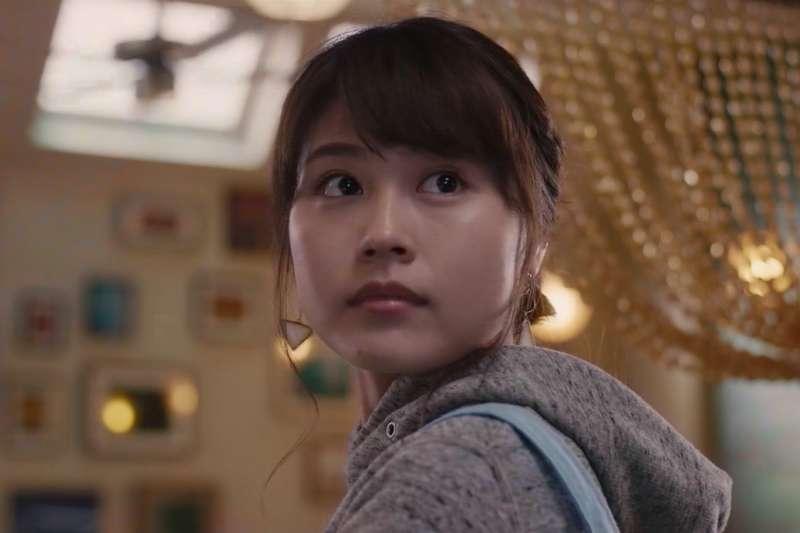 有村架純在日本演藝圈中快速竄起,成為新一代的當紅女藝人,平易近人的形象與清純的外表讓她擁有國民女神的頭銜。(圖/取自IMDb)