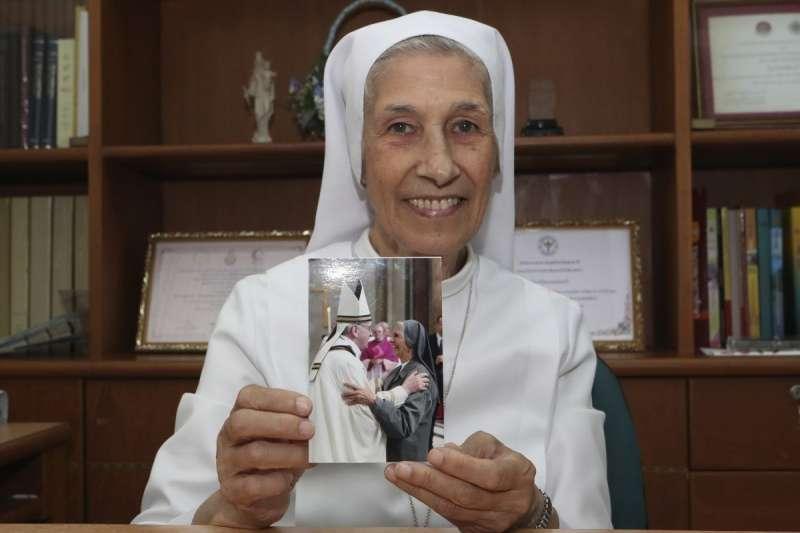席佛瑞修女是天主教教宗方濟各的表妹(美聯社)