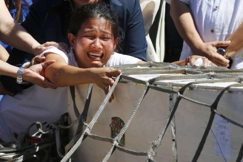 東南亞移工常遭雇主剝削,圖為赴科威特工作卻遭雇主殺害的菲律賓移工德瑪菲里斯。(AP)