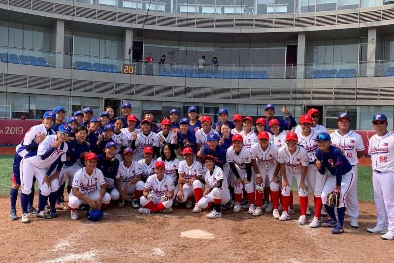中華隊在女棒亞錦賽以15比0扣倒菲律賓,以分組第一之姿晉級。 (棒協提供)