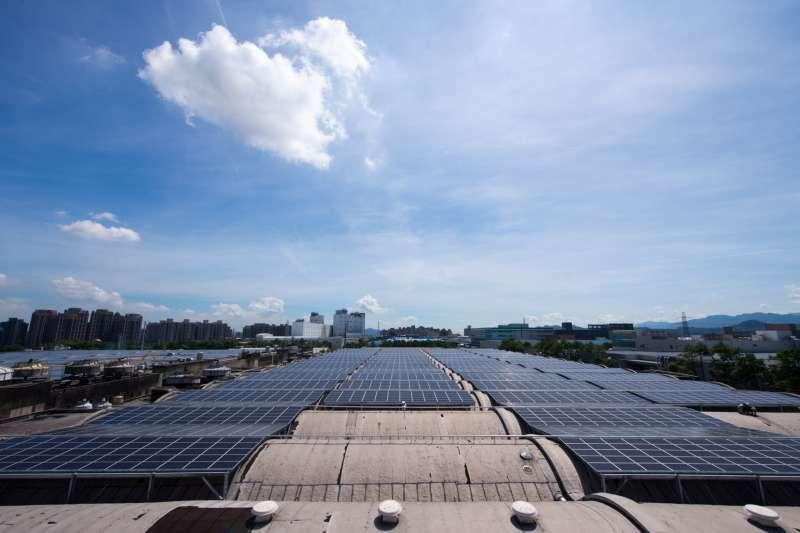 筆者在本文提出太陽能板回收處理機制,能夠將環保與綠能兼顧。(資料照,取自桃園市政府網站)