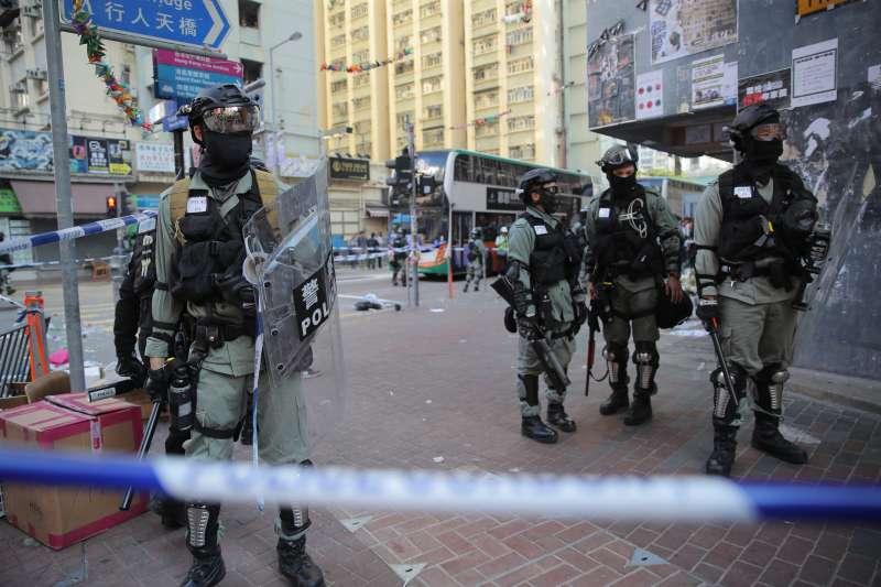 雙十一反送中:香港交警直接對示威人士開槍(AP)