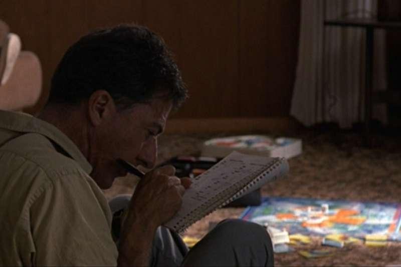 在「雨人」這部電影中,主角擁有超乎常人的數學計算能力,但是卻有自閉的症狀。(圖/imdb)