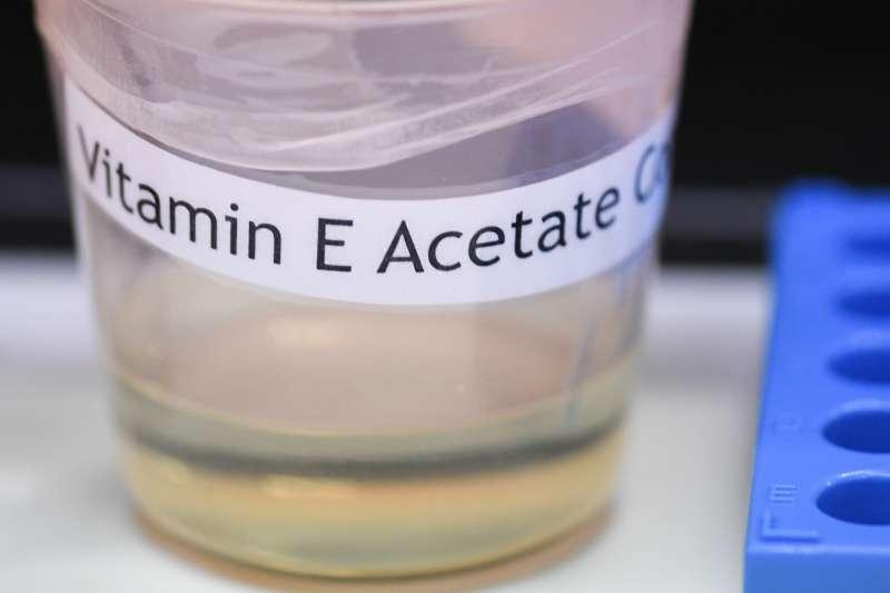 美國疾管局證實,至少29位吸電子菸導致肺部受損的患者身上都化驗出維他命E醋酸酯,可能造成類脂性肺炎。(AP)