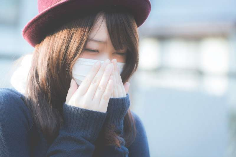 空氣好髒!鼻過敏洗鼻子有幫助嗎?(圖/取自pakutaso)