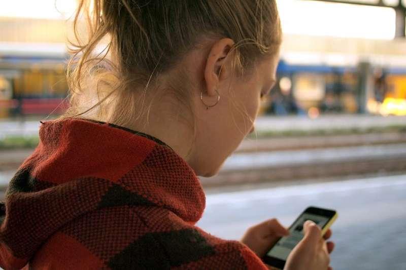 國家通訊傳播委員會(NCC)今(11)日通過電信資費價格上限調整係數草案(X值)。(資料照,圖取自unsplash)
