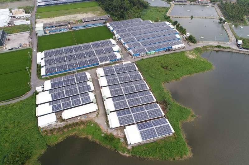 太陽光電架設。(圖/高雄市政府工務局提供)