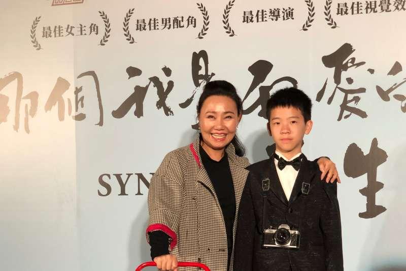 國片《那個我最親愛的陌生人》12日舉辦首映會,呂雪鳳(左)受訪時表示,自己不只在戲中與中國演員李夢大吵,戲外也真的被惹毛。圖右為演員李英銓。(海鵬影業提供)