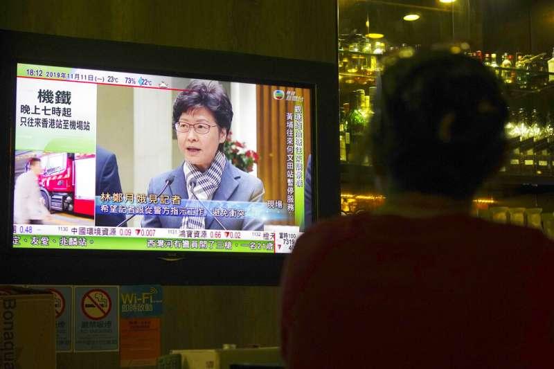 香港特首林鄭月娥11日召開記者會,強調警隊並未失控、「暴徒」行徑不會得逞。(美聯社)