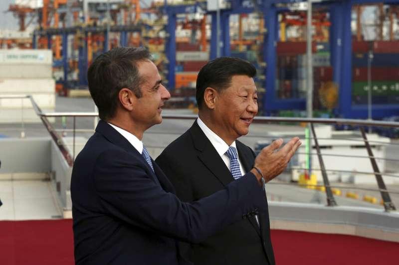 中國國家主席習近平與希臘總理米佐塔基斯。(資料照,美聯社)