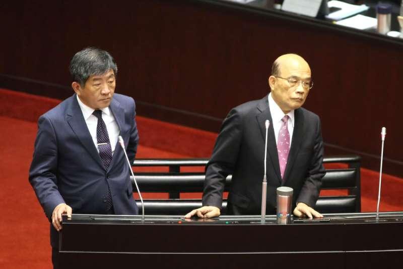 陳時中(左)、蘇貞昌(右)聯手加碼新疫苗,但編列的預算卻不足。(柯承惠攝)
