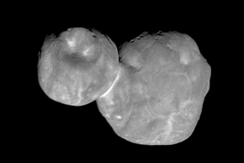 今年元旦,「新視野號」探測太空船成功飛掠距離地球65億公里的一顆小行星,NASA在12日宣布這個小行星的正式名稱為「Arrokoth」(美聯社)
