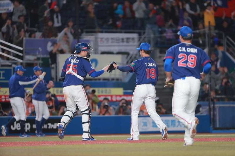 世界12強棒球複賽台灣時間12日晚間6時在日本千葉ZOZO球場舉行,中華隊對戰韓國隊,派出旅日投手張奕先發,投6.2局、112球,無失分。(取自WBSC粉絲頁)