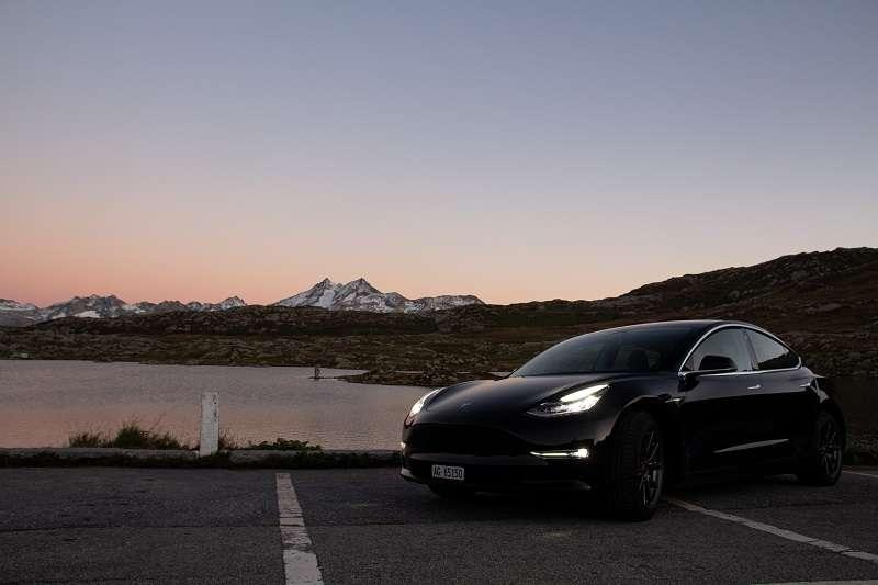 特斯拉(Tesla)歐洲首座工廠將落腳德國首都柏林,不僅業界關注,也為汽車工業投下震撼彈。(圖/unsplash)