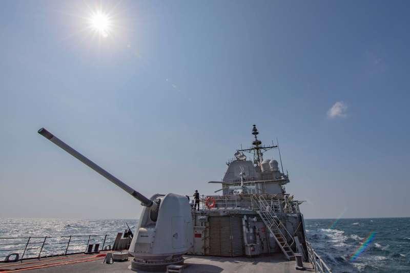 美國海軍1艘隸屬第7艦隊的巡洋艦「昌斯洛維爾號」(CG-62)12日由北向南方向航經台灣海峽,美國海軍在官方臉書發布圖文,強調對印太區域與「自由航行權」的重視。(取自美國海軍官方臉書)
