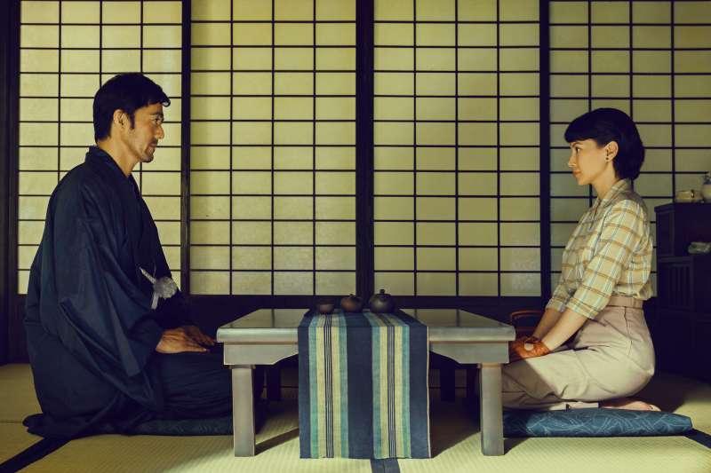 20191114-電影《夕霧花園》,阿部寬、李心潔。(甲上娛樂提供)