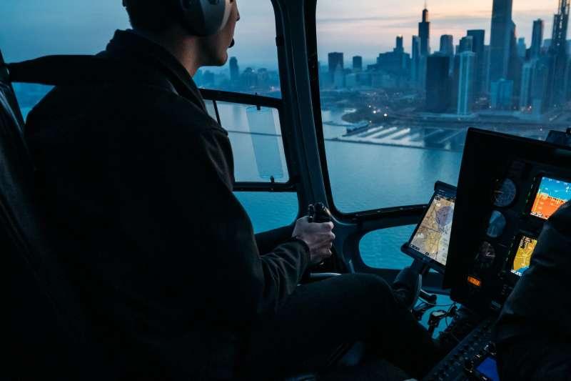 航管人員薪資優於一般公務員,但英文口語能力等應試門檻也相對較高(圖/ Pexels)