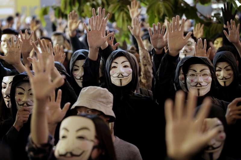 香港示威持續五個多月,並不只是靠年輕示威者的力量,背後還有其他支持網路。(AP)