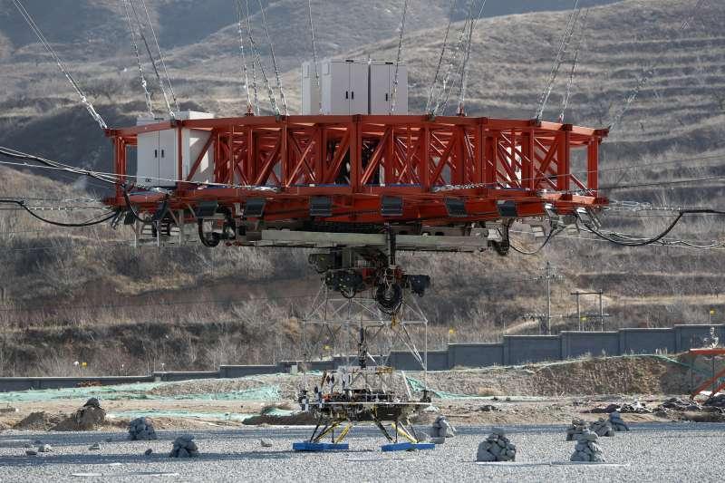 中國國家太空局14日在河北如期完成火星探測器著陸測試,預計明年將探測器送上火星。(AP)