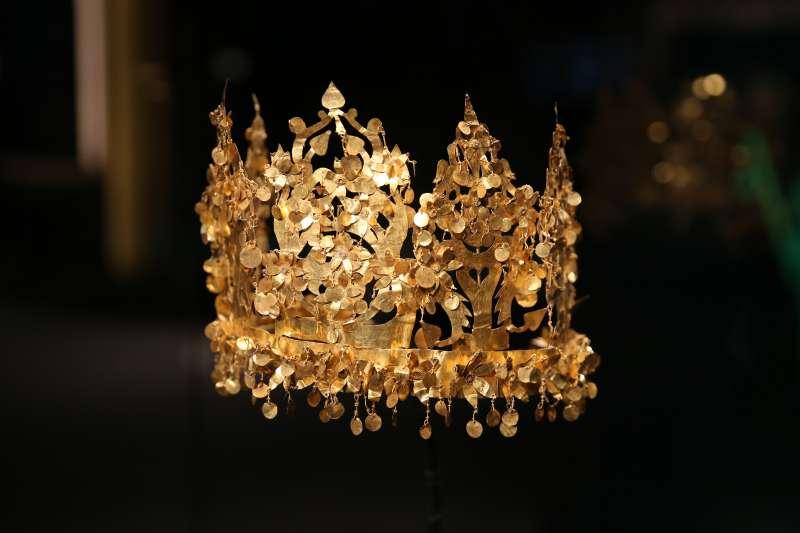 在香港歷史博物館拍攝的展品黃金王冠。(新華社)