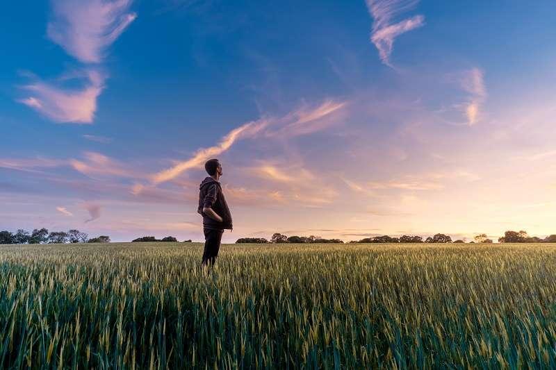 新的一年即將到來,未來能帶給你什麼樣的提升變化,又該如何努力以赴接近夢想、追求卓越呢?(圖/unsplash)