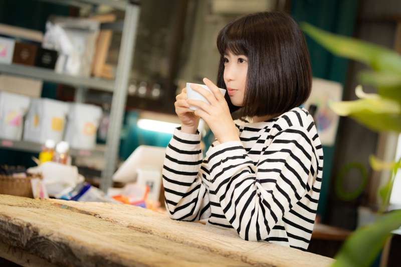 喝咖啡的人通常比不喝咖啡的人更長命,但前提是要喝過濾過的咖啡才有用。(圖/pakutaso)