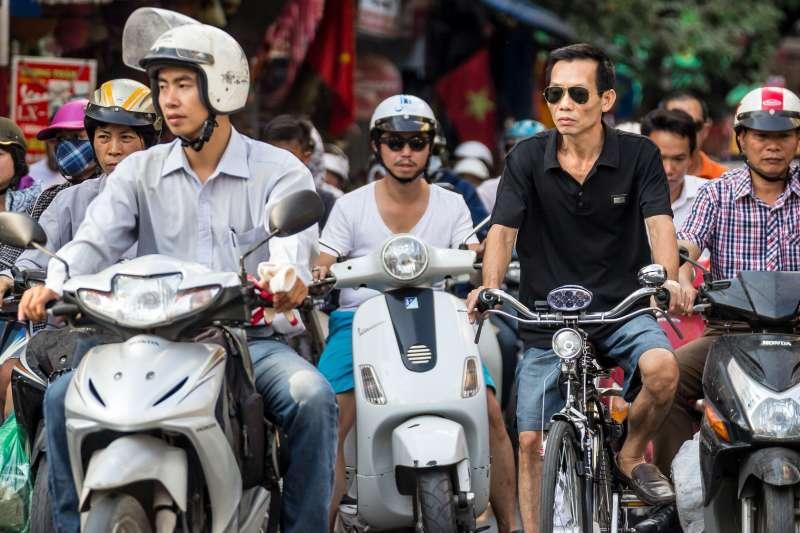 越南首都河內龐大機車車流帶來城市空汙與塞車問題,讓越南政府決定在2030年全面禁止機車出現在河內市區。(Robert Pastryk@Pixabay)