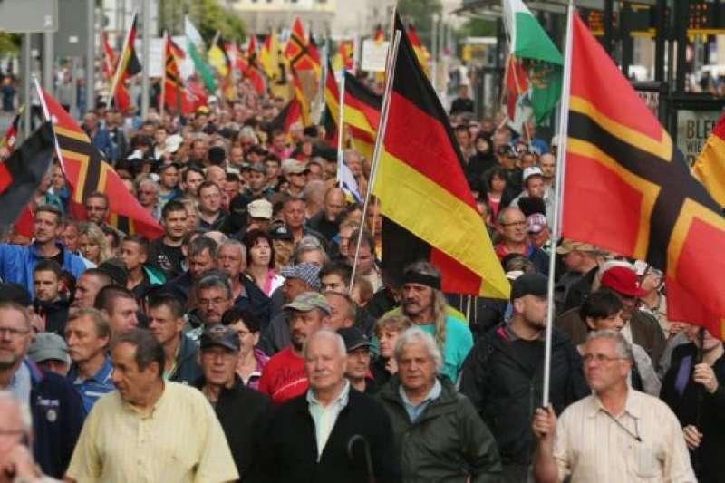 德勒斯敦是「佩吉達」(Pegida,即「愛國歐洲人反對西方伊斯蘭化」的縮寫)運動從 2014 年開始的地方,它們至今繼續在那舉行集會。(BBC中文網)