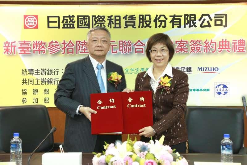 右為彰化銀行董事長凌忠嫄、左為日盛國際租賃公司董事長許玉樹。(圖/彰化銀行提供)