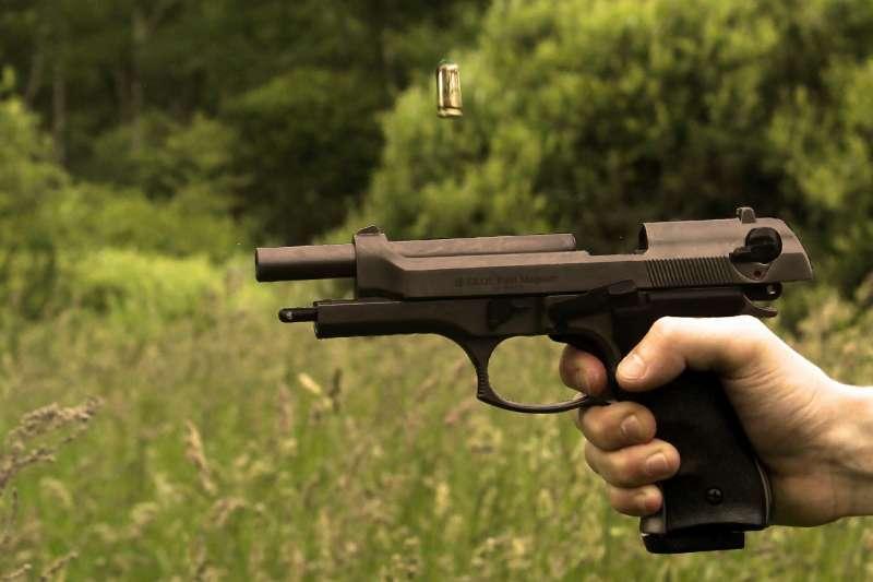 雷根總統即使曾遭到槍擊,仍堅持美國人民擁槍的權利。(圖/pixabay)