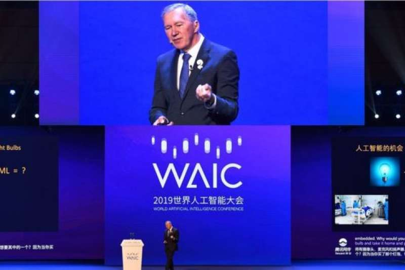 2019年8月29日,湯姆·米切爾在上海「世界人工智能大會」上發言。(BBC中文網)