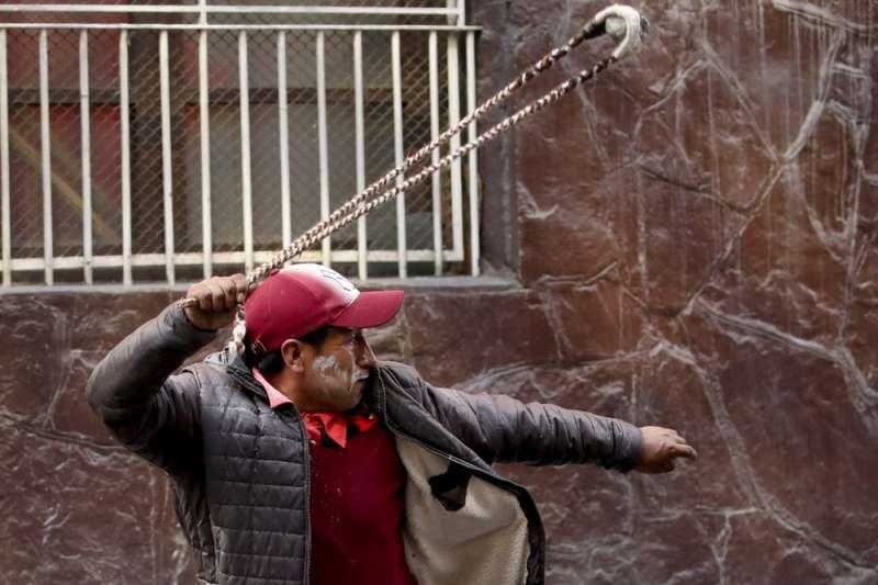 玻利維亞10月下旬舉行總統大選,前總統莫拉萊斯被控舞弊,爆發大規模示威,莫拉萊斯也逃離國內。(AP)
